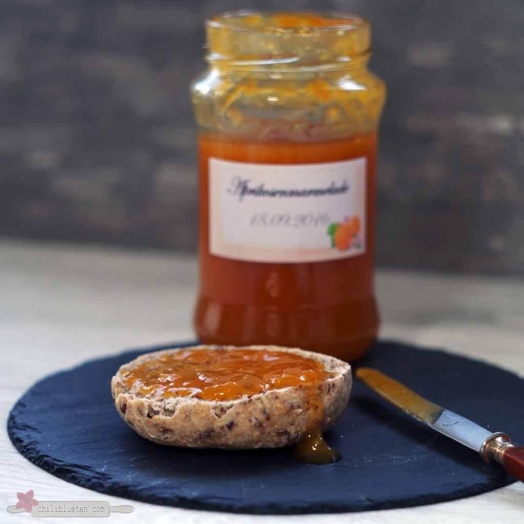 Haferle mit Aprikosenmarmelade