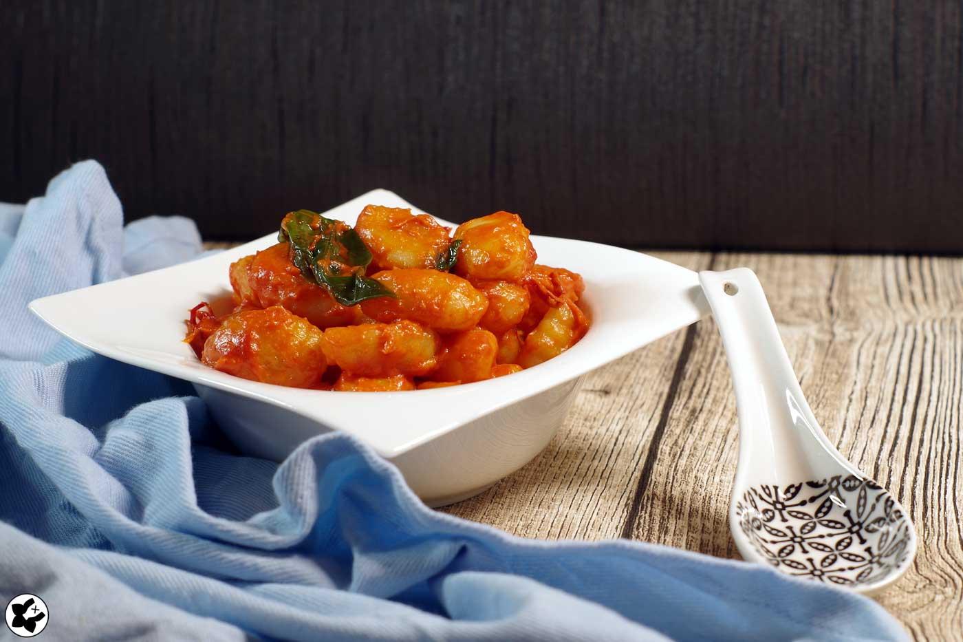 Gnocchi in Knoblauch-Tomatensoße