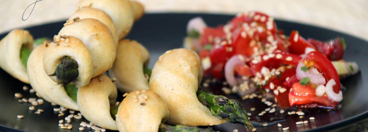 Spargelgrissini mit Tomatensalat mit Logo