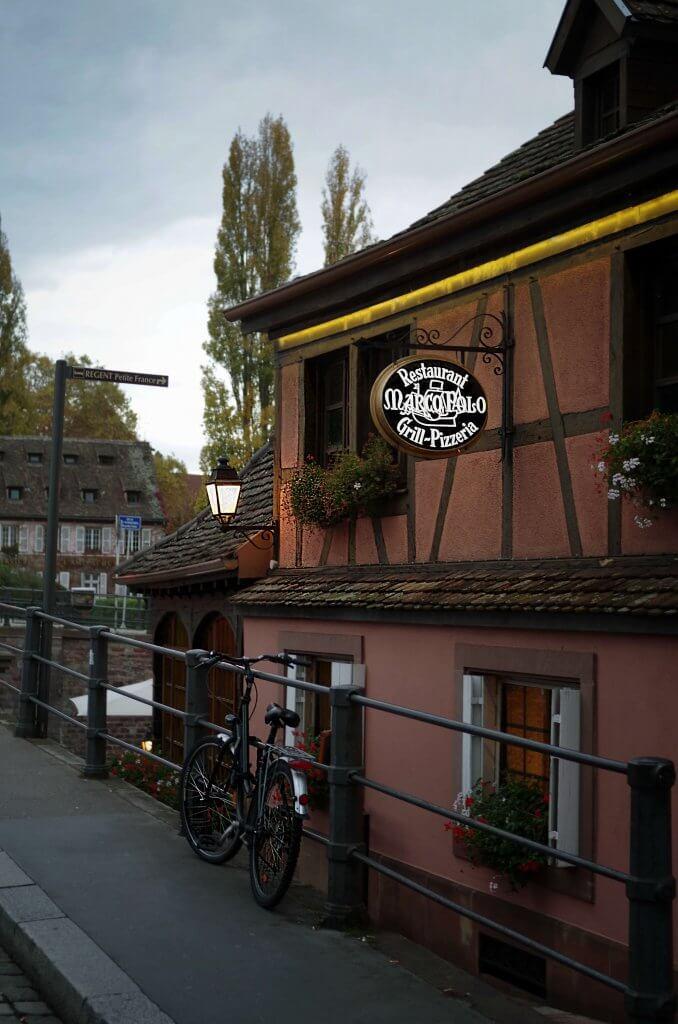 Straßburg Restaurant Marco Polo in der Dämmerung