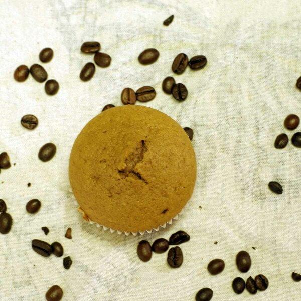Espressomuffins als kleine Muntermacher. Perfekt geeignet als Frühstück to go #laktosefrei #fruktosearm | chilibluetendotcom