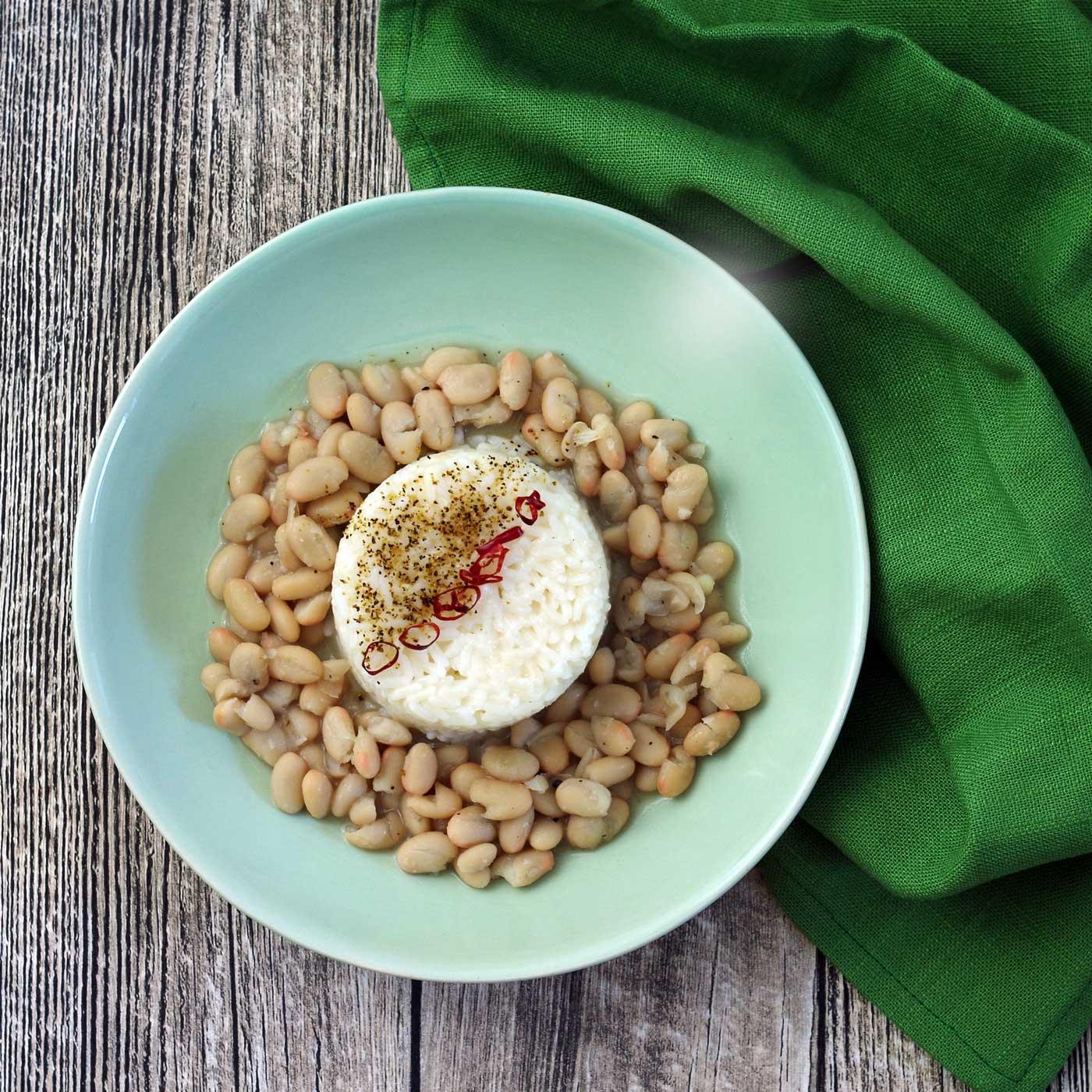 Bohnen und Reis auf brasilianische Art - ein schnelles Mittag- oder Abendessen. #laktosefrei #fruktosefrei #glutenfrei   chilibluetendotcom