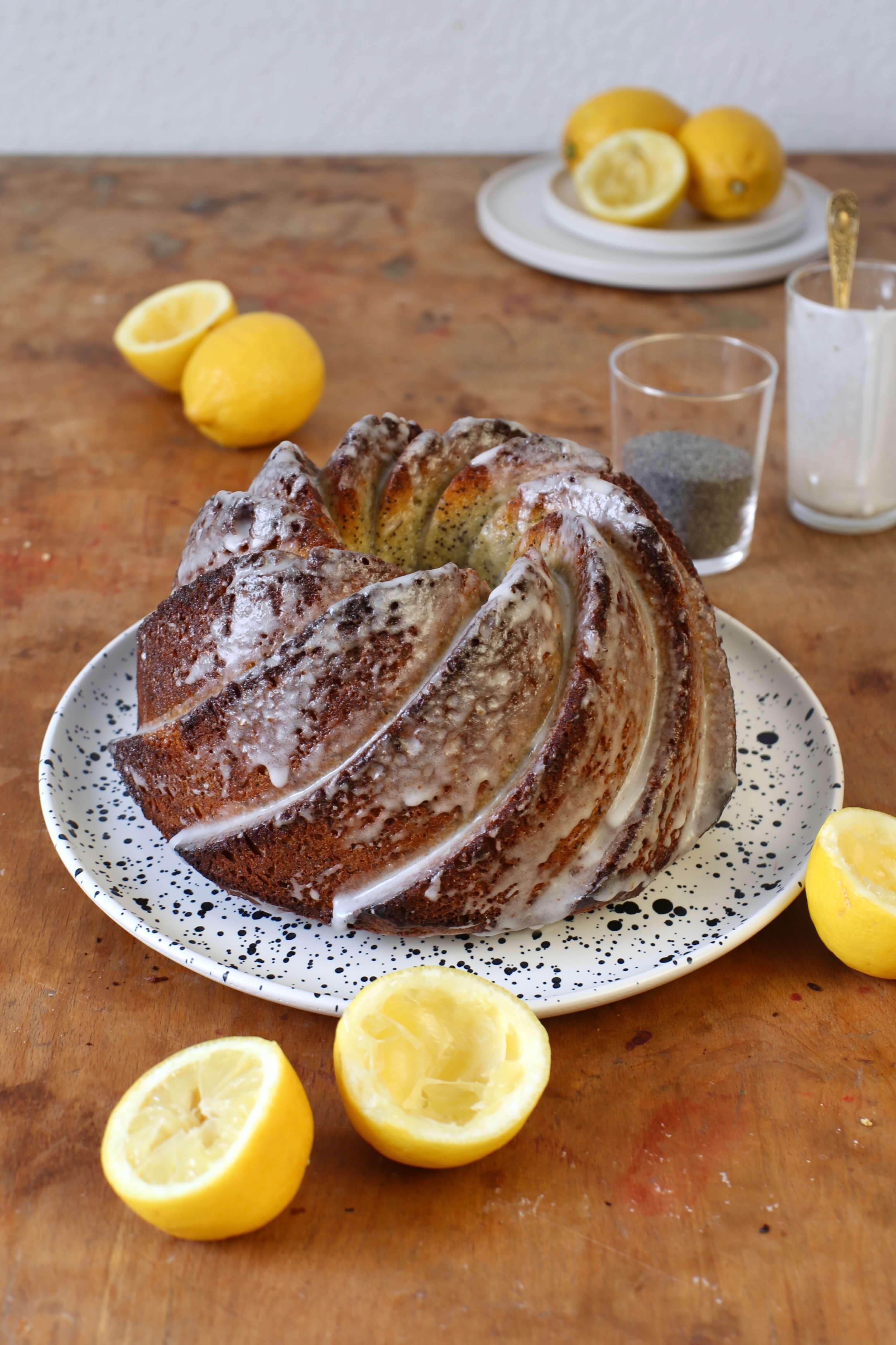 Saftiger und schneller Zitronen-Mohn-Gugelhupf. #laktosefrei   chilibluetendotcom