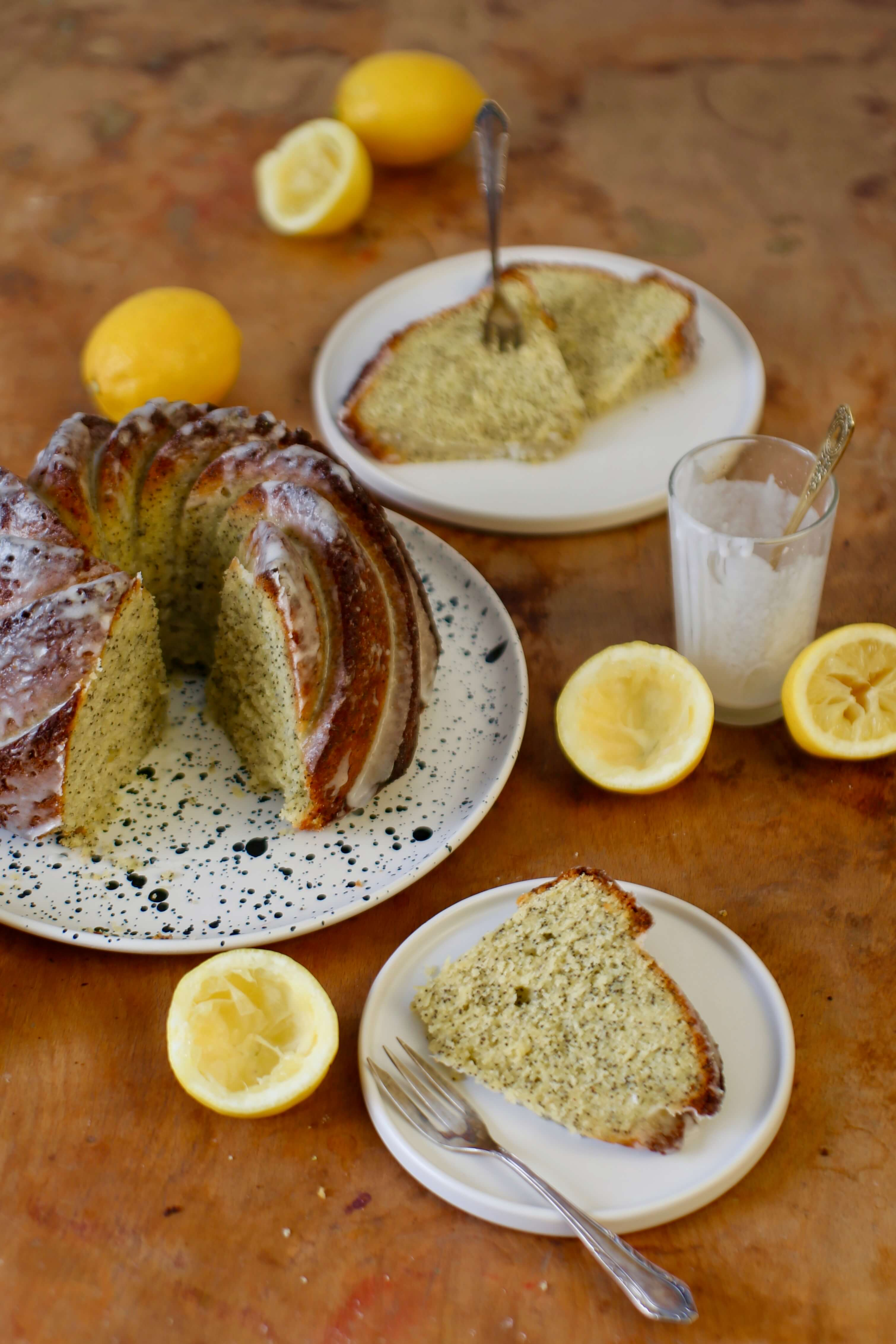 Saftiger und schneller Zitronen-Mohn-Gugelhupf. #laktosefrei | chilibluetendotcom