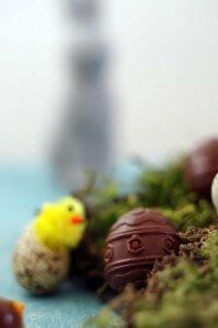 Saftige Karottenmuffins mit perfekter Schokoladenglasur. #Ostern #laktosefrei | chilibluetendotcom