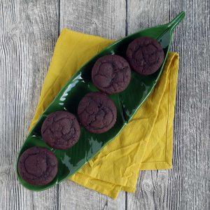 Reife Bananen werden zu Bananen-Schoko-Muffins. #laktosefrei #Resteverwertung #besteReste #Rezept | chilibluetendotcom